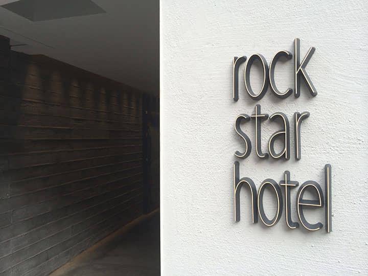 【泊まってみた】大阪に突如誕生したロックアートなコンセプト・ホテル「rock star hotel」を体験レポ!! Life120210_rock-star-hotel_01-1