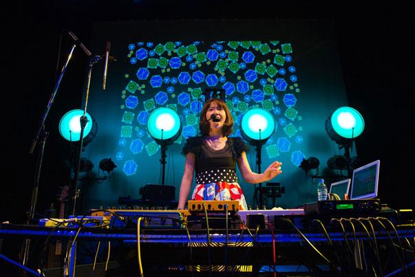 【レポート】水曜日のカンパネラ、AZUMA HITOMIを招いた自主イベントは大盛況に music140904_suikan_azuma1