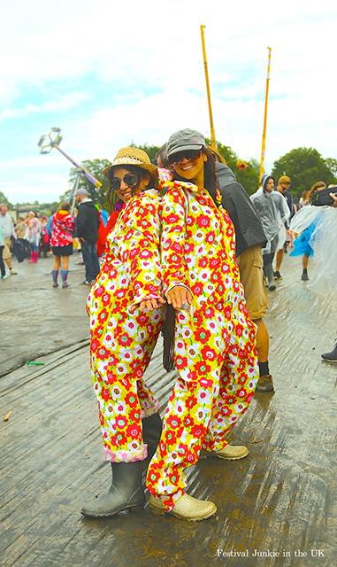 【画像】悪天候も気にしない? 海外フェス雨ファッション事情 3d286c066077720590e492e614c9bbcc