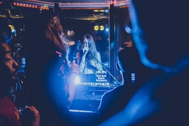 【最速レポ】まるで現代のジャパン・カルチャーの縮図。<Lost In Karaoke>に潜入 music141024_lost-in-karaoke_6