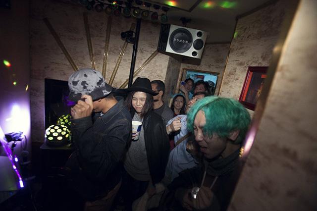 【最速レポ】まるで現代のジャパン・カルチャーの縮図。<Lost In Karaoke>に潜入 music141024_lost-in-karaoke_8