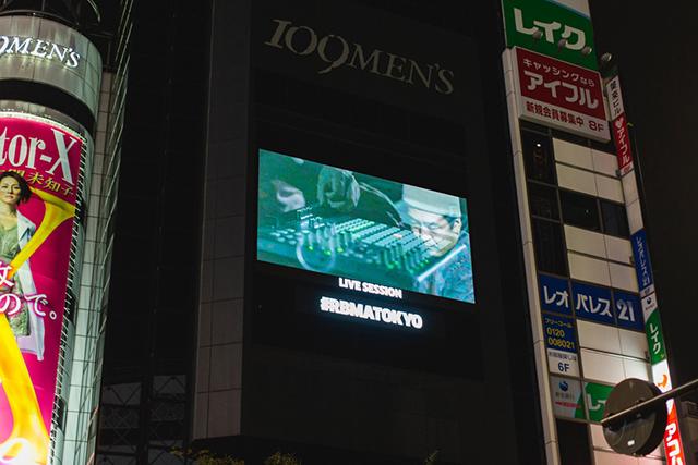 東京・渋谷の街頭ビジョンをジャック! Red Bull Music Academyが仕掛けたすごい生ストリーミング music141111_rbma-youtube_22