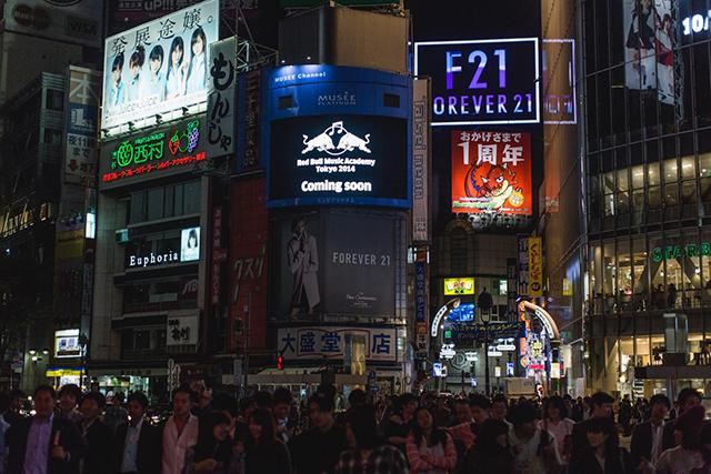 東京・渋谷の街頭ビジョンをジャック! Red Bull Music Academyが仕掛けたすごい生ストリーミング music141111_rbma-youtube_31
