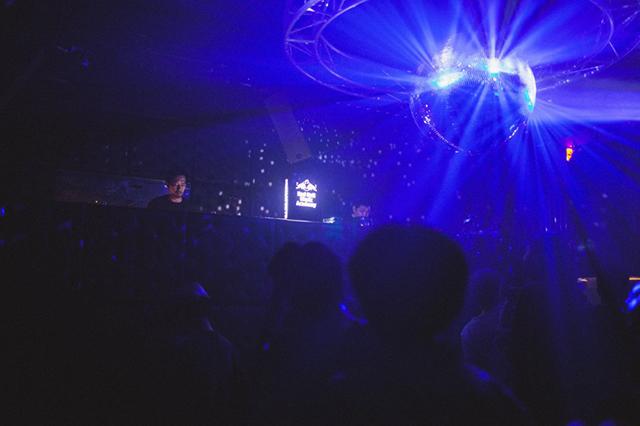 【最速レポ】マシュー・ジョンソン、ベンジ・B達の会場一体となる熱演! music141107_rbma-sinewave_7