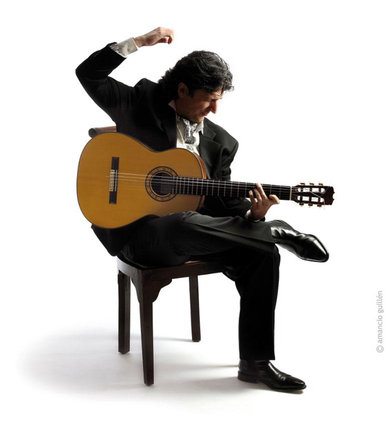 世界が賞賛するギタリスト、カニサレス。秘めたる情熱と抑制
