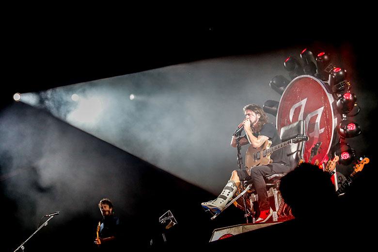 フーファイ、デイヴの男気に満ちた怪演に全フジロッカーが惚れた #fujirock music150804_frf15_foofighters_8_5688