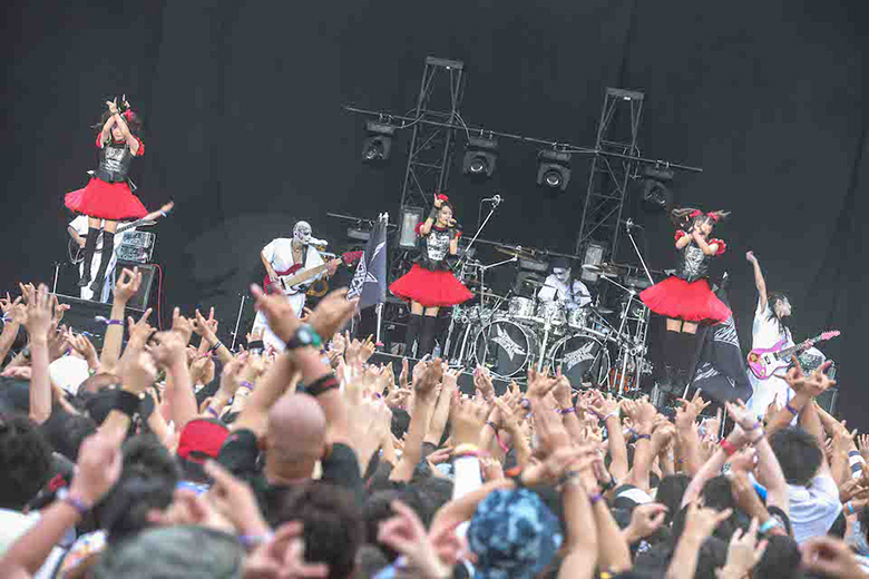 BABYMETAL、熱狂のサマソニをライブ写真で振り返る! music150817_babymetal_osaka3