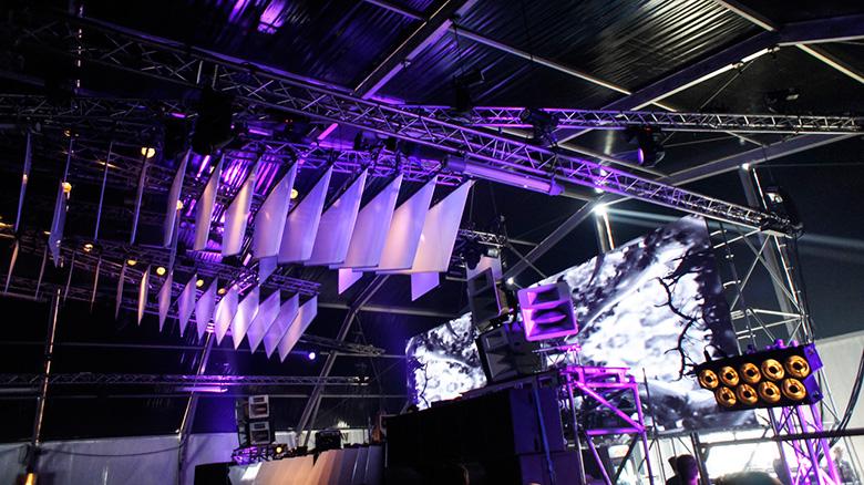爆発的人気!オランダのDEKMANTEL FESTIVAL現地レポート column150907_km_dek9