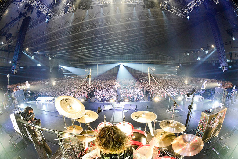 ONE OK ROCK、幕張メッセ公演で披露した待望の新曲配信! muisc150914_oor_2