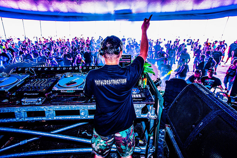 オランダの爆音に踊った夏 Hardcore 野外Festival 2015 最前線:前篇 A Summer of Dancing to Dutch Blasts Hardcore Outdoor Festival 2015The Frontline: Part I music151021_hardcore_22