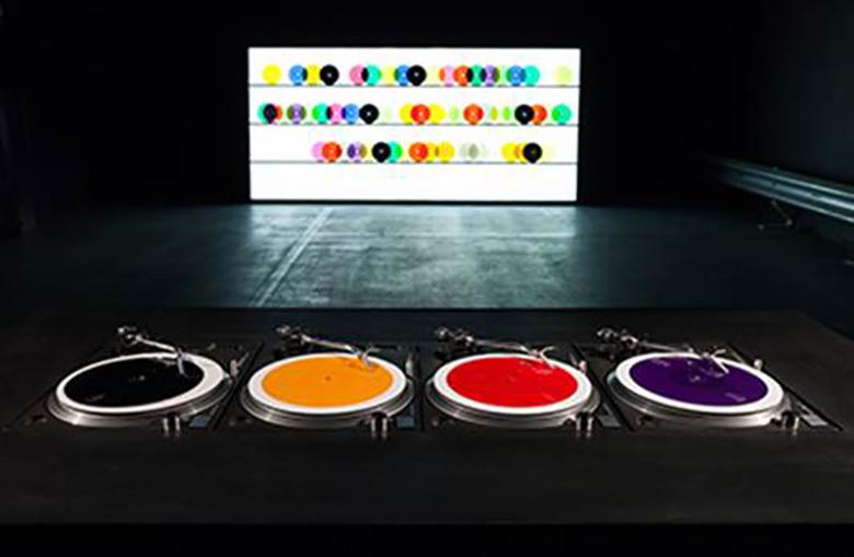 坂本龍一とコラボ経験も。アートと音楽を繋ぐ作家の個展が開催 1image001
