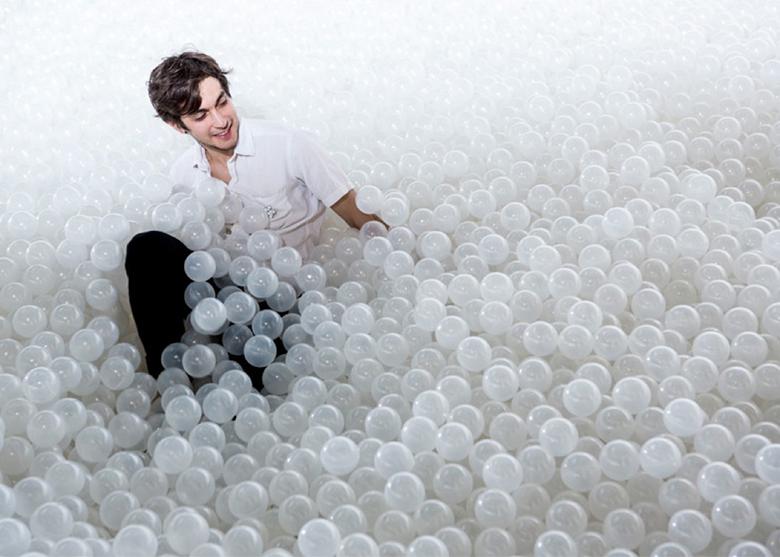 5万個の白いボールに埋もれる!日本初上陸パーティー<たまパ> art160210_tamapa_1