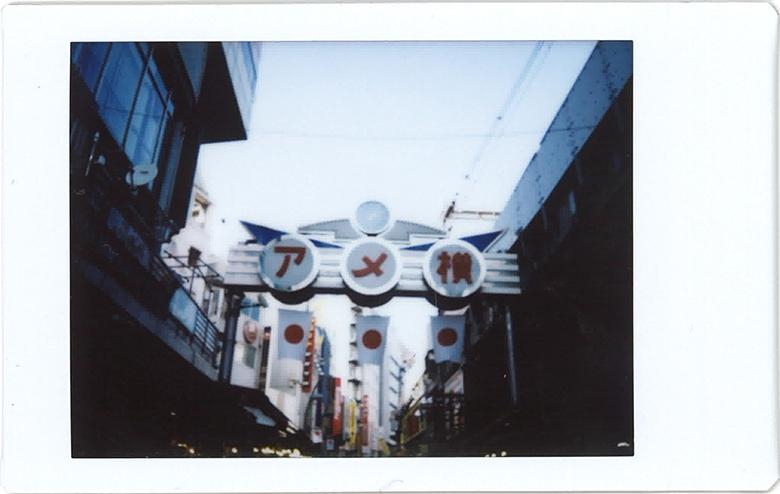 "BOMIと一緒に""上野""でチェキさんぽ。アメヤ横町〜地下食品街〜上野恩賜公園をぶらり life0223_bomi_3"