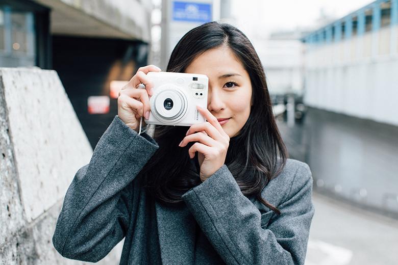 """美女注意!素顔が気になる""""チェキを撮る女子""""スナップ life160216_chekijyoshi_014-1"""
