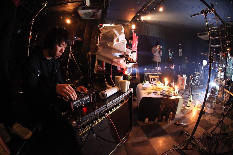 ライブハウスでトイレ工事とノイズバンドによる異種対決 music160215_outbreake_6