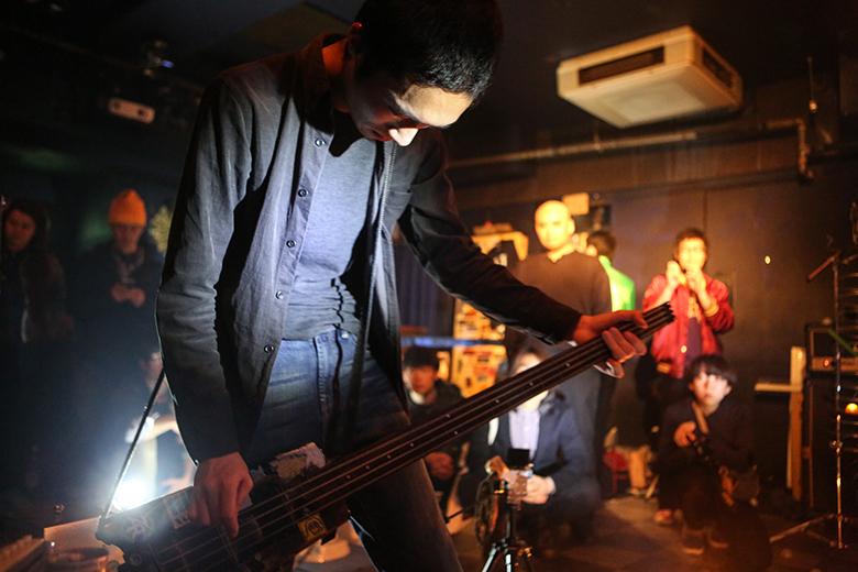 ライブハウスでトイレ工事とノイズバンドによる異種対決 music160215_outbreake_8