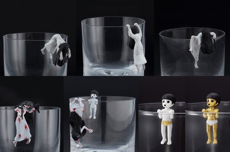 コップのフチに『貞子vs伽椰子』フィギュア降臨 film160322_sadakovskayako_1