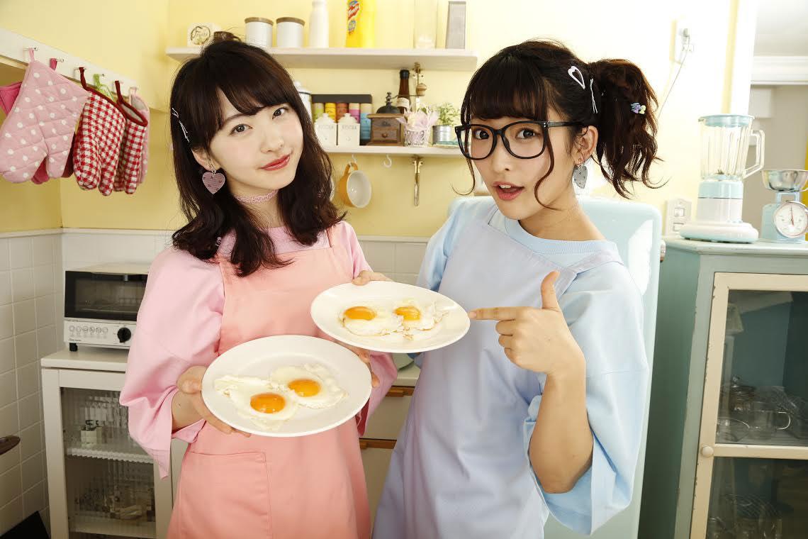 女子高生を中心に大人気!「まこみな」が雑誌表紙に登場! art160602_makomina_1