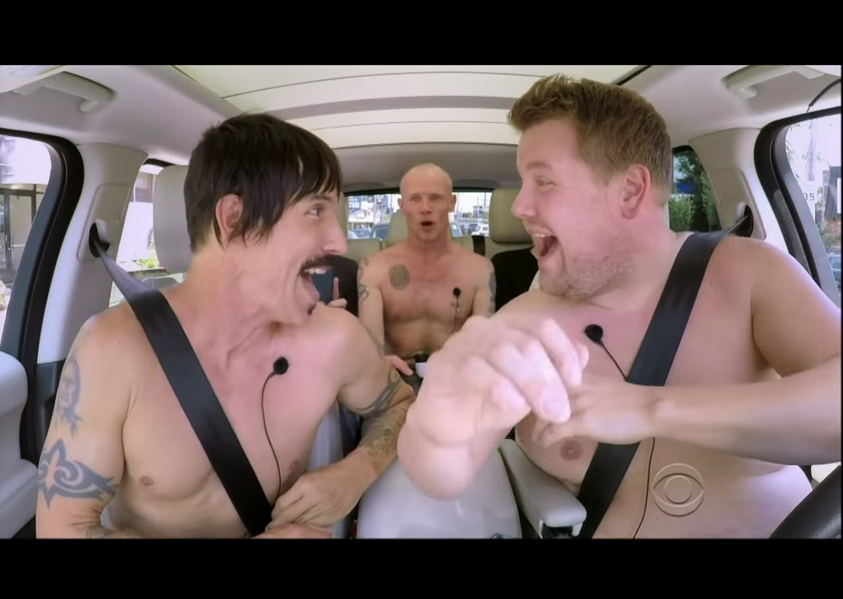 レッチリが裸になって大暴走!?CBS人気番組、車中でカラオケ大熱唱! video160615_redhotchilipeppers_1