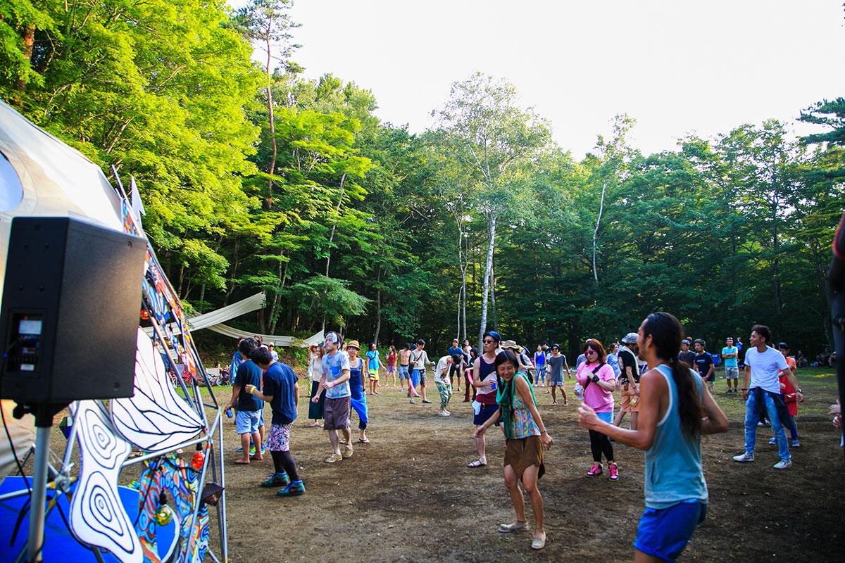 富士山麓の野外テクノフェス!第1弾にKEN ISHII、DJ SODEYAMA、DJ YOGURTら music160711_sawagi_2