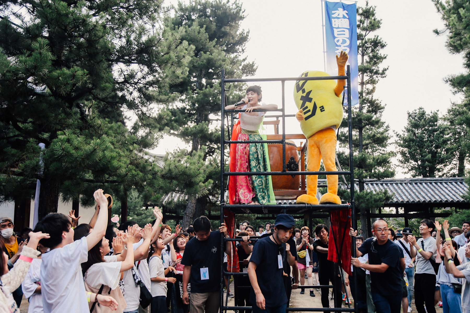 【ライブレポ】水曜日のカンパネラ、京都・萬福寺で見せた既成概念にとわられないライブパフォーマンス EF7Q1652