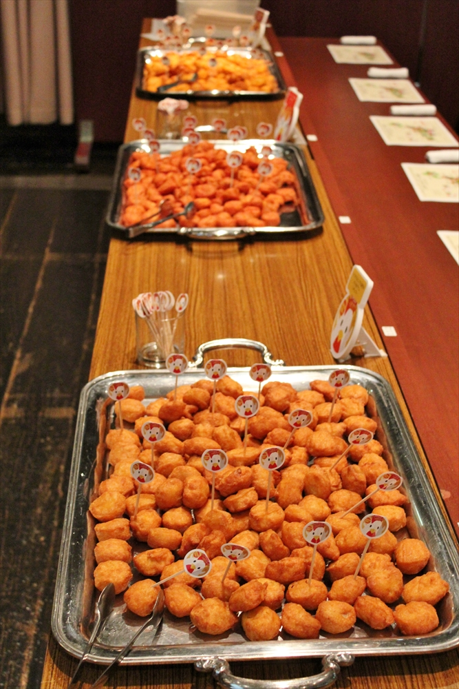 すた丼味や抹茶味も!?3,000個のからあげクンを食べ尽くせ!全国ご当地12種類が大集合 004-1