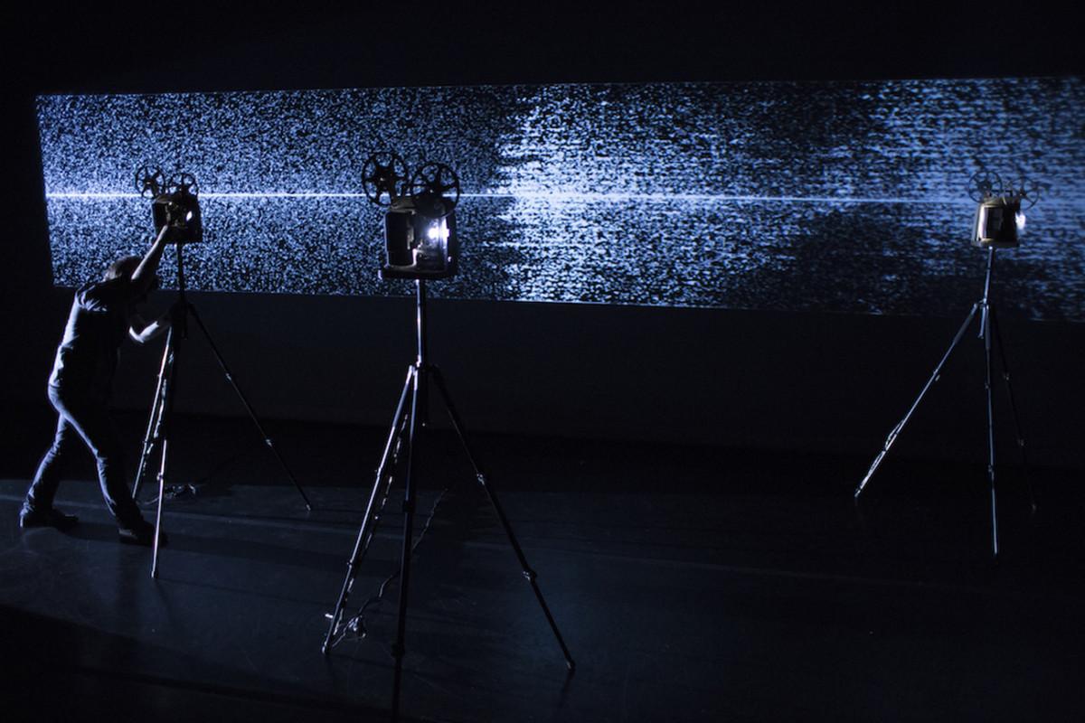 モントリオール発祥 ヴィジュアルアートと電子音楽の祭典<MUTEK>日本初上陸! mirage-festival-performance-martin-messier-projectors