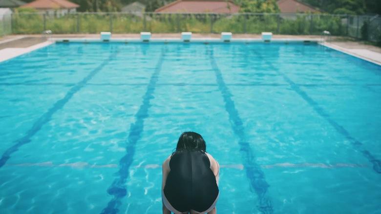 """「養って……」 真夏のプールに現れた美少女の名は""""うな子"""" video160921_unako_3"""