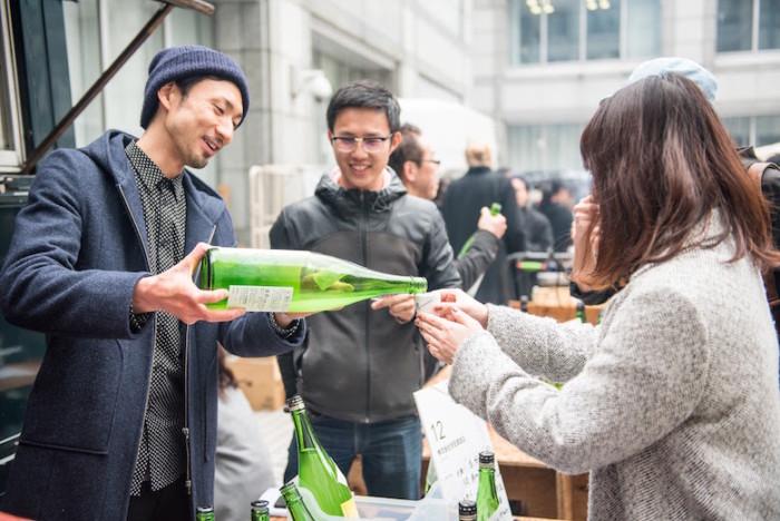 新進気鋭の酒蔵が大集合!<AOYAMA SAKE FLEA>で日本酒を心ゆくまで堪能! food161016_sake_7-700x468
