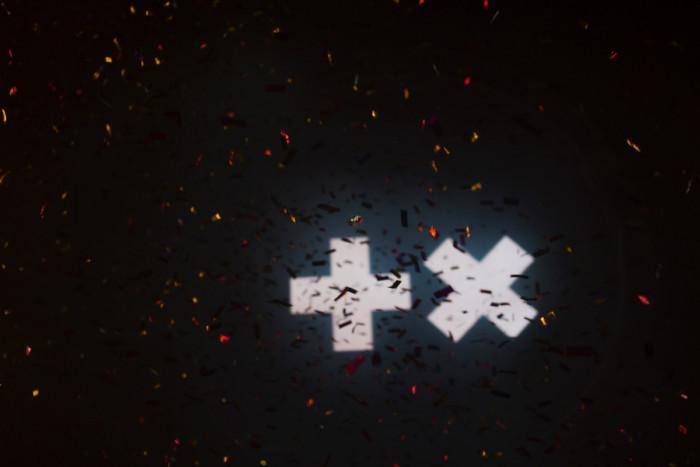 蜷川実花 × ニーナ・クラヴィッツ、一夜限りの贅沢なヴィジュアルインスタレーション大阪に上陸! 160919_190150-700x467