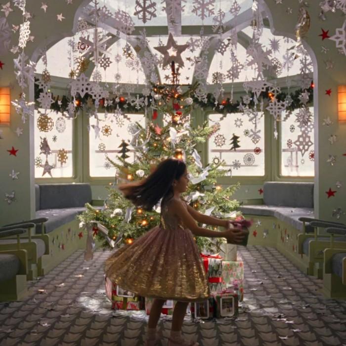 『グランド・ブタペスト・ホテル』の世界観再び!?ウェス・アンダーソン監督が描くH&M×クリスマス! 40247b7707836ef125fda828374dd8d4-700x700
