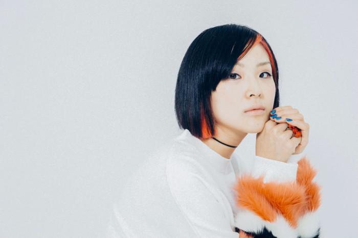 【インタビュー】Young Juvenile Youth・ゆう姫が見据える「ポップミュージック」の新境地。映画・アート・音楽、異なる世界を繋ぐ存在へ F7Q0033-700x467