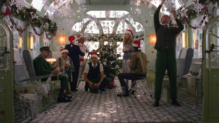 『グランド・ブタペスト・ホテル』の世界観再び!?ウェス・アンダーソン監督が描くH&M×クリスマス! a9bae0d3038c3d51c28b82b2024d3e7b-700x394