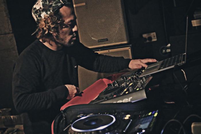 先週の<SETSUZOKU LOUNGE>レポート!今週は、DJ DIRTYKRATES a.k.a. ZEEBRA、DJ WATARAI、starRoが登場! music161114_setsuzoku_7-700x467