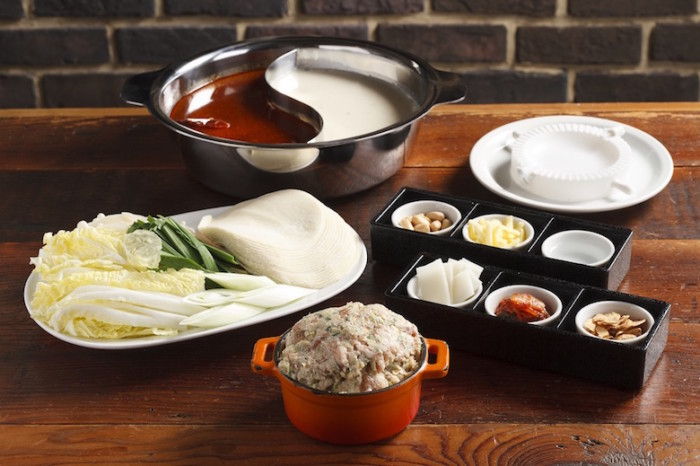 餃子を包みながら楽しく食べられる新感覚「鍋」とは? food161204_tachikichi_1-700x466