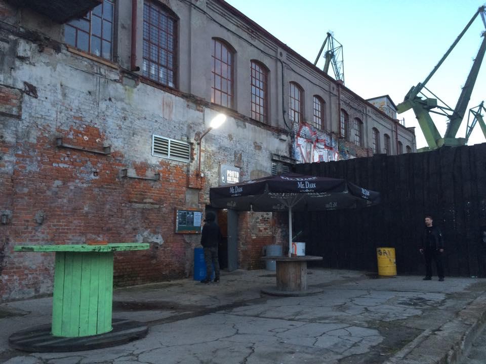 ポーランドのメタル界一有名なバンド「Behemoth」の練習スタジオに潜入してみた e5fa2cdd8b834f6e15f0687153639d8d