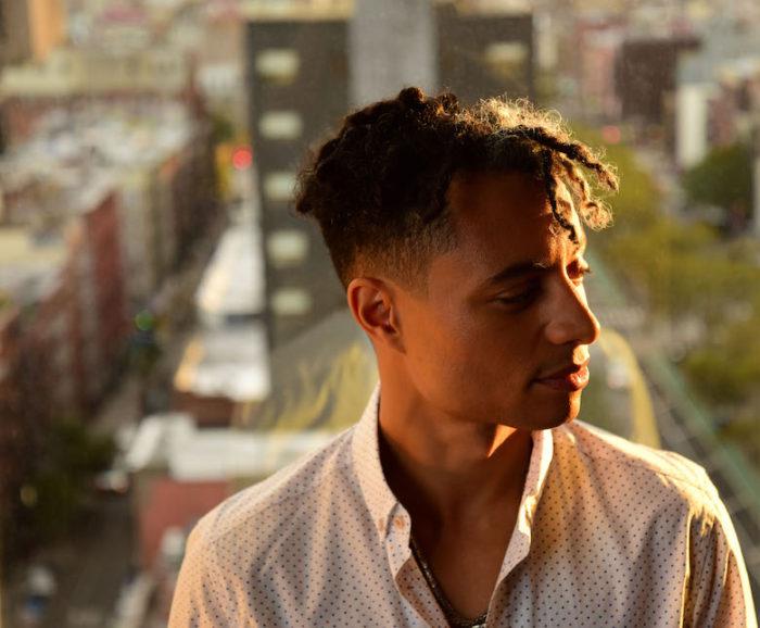 【インタビュー】ホセ・ジェイムズ 慣れ親しんだジャズから現代的R&Bの地平へ。最新作『ラヴ・イン・ア・タイム・オブ・マッドネス』を語る。 UCCO1068_main_Photo-by-Shervin-Lainez-700x578