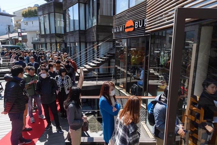 赤西仁「今日はロスでよく食べたハンバーガーをまた食べに来ました。」!LA発・UMAMI BURGERついに日本上陸! 019516802ec503031f0a9cf857b75d6b-700x467
