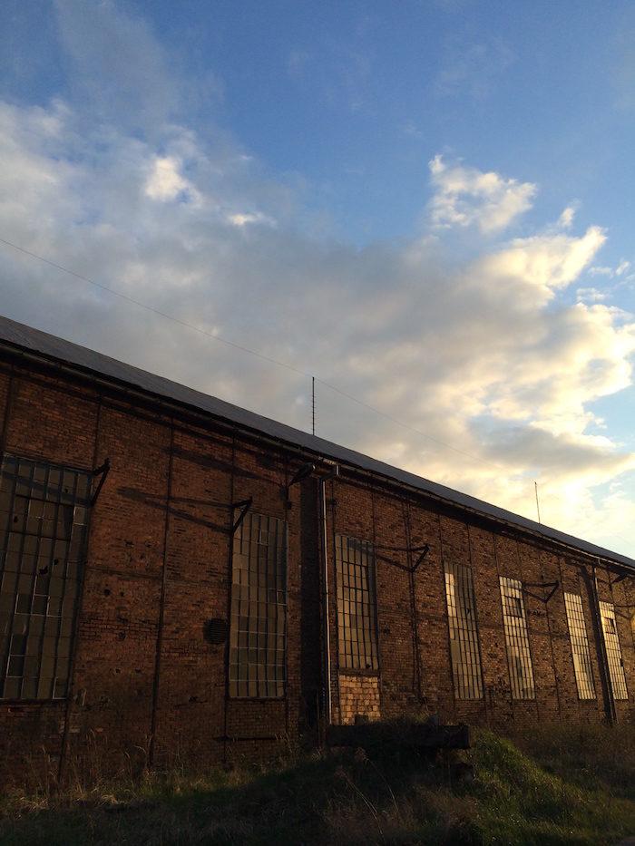 【潜入レポ】廃墟&工場好きにはたまらない!ポーランド廃工場、それはブラックメタルバンドたちの練習スタジオ 09bbc67ecb3712daf0966a96c43dfd95-1-700x933