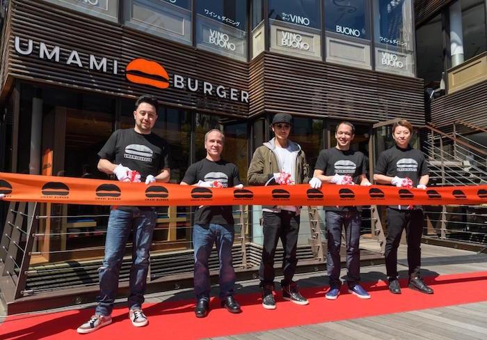 赤西仁「今日はロスでよく食べたハンバーガーをまた食べに来ました。」!LA発・UMAMI BURGERついに日本上陸! 6400c19e54fd02e505a012388451bd78-700x488
