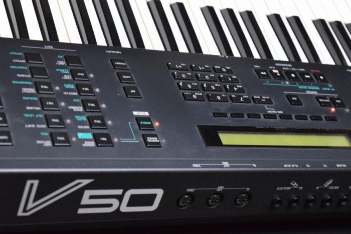 80年代後期にヤマハから発売された、FM音源、オール・イン・ワン・シンセサイザー『V50』のサウンドと魅力 9b6183b1e95e4e48e46a0e35171e8577-700x468