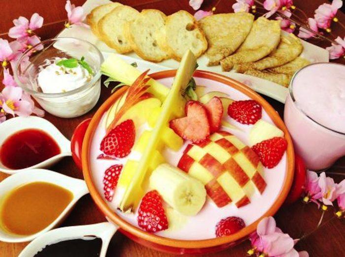 春限定、フルーツたっぷりの「スイーツ鍋」とは!?ソース、ジェラート、クレープと合わせて楽しみ方いろいろ♪ Food170302_bwcafe_main-700x523