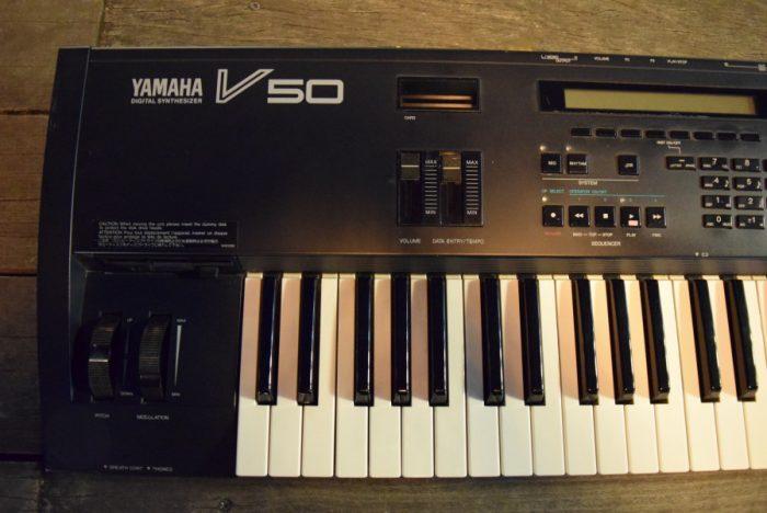 80年代後期にヤマハから発売された、FM音源、オール・イン・ワン・シンセサイザー『V50』のサウンドと魅力 f619f8c20d32bc53c8cbe1af6aee5415-700x468