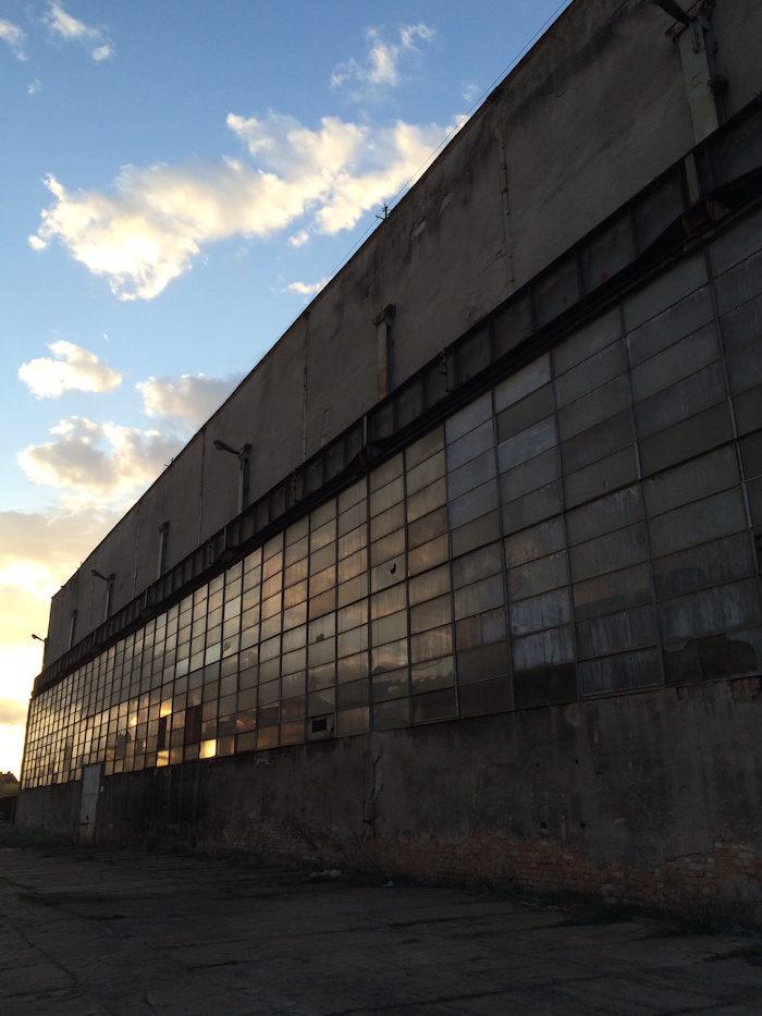 【潜入レポ】廃墟&工場好きにはたまらない!ポーランド廃工場、それはブラックメタルバンドたちの練習スタジオ fccbd6a92ff21d1c42d976f5540078eb-1-700x933