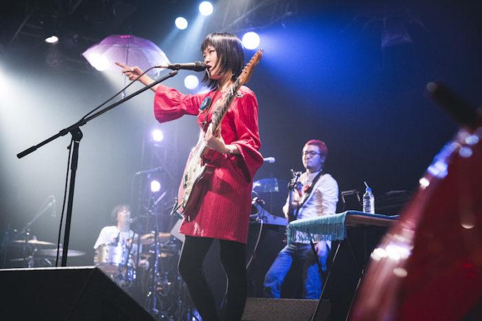 【ライブレポ】Rei、ジャンルを超えたセッション。土岐麻子と生み出した魅力的なケミストリー music_guitarei_5-700x466