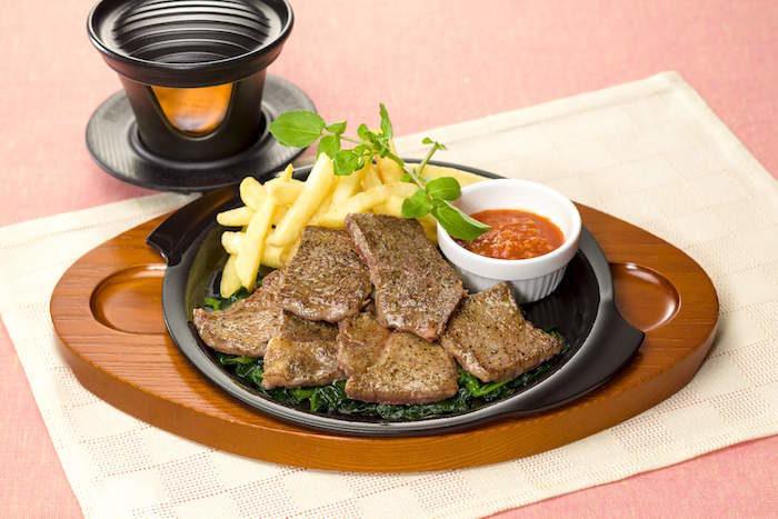 ガスト初専用コンロで「ジュージュー体験」!自分の好きな焼き加減でステーキを food170421_gusto_3-700x467