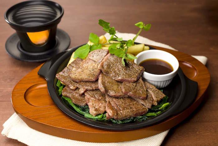 ガスト初専用コンロで「ジュージュー体験」!自分の好きな焼き加減でステーキを food170421_gusto_5-700x467