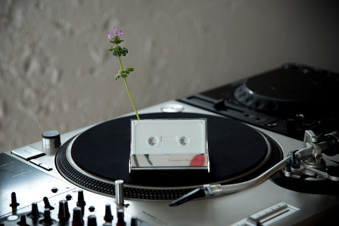 """カセット型一輪挿し花瓶『cassette vase』で""""日常に花と音楽を""""。 art170516_rokkanproduct_5-700x467"""