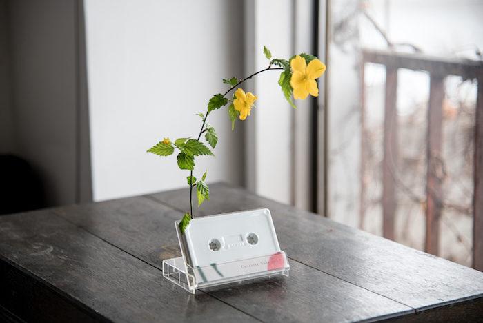 """カセット型一輪挿し花瓶『cassette vase』で""""日常に花と音楽を""""。 art170516_rokkanproduct_6-700x468"""