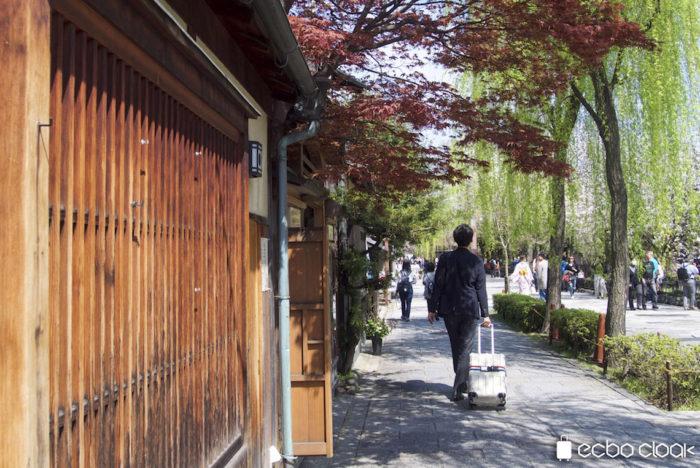 気軽に荷物を預けて手ぶらで観光。観光地京都でもサービス開始! ecbo1-700x468